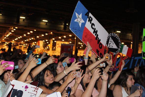 Hasta una bandera representando el estado de Texas estubo ondeando mient...