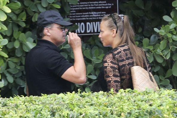 Encontramos al cantante junto a su novia en Miami.