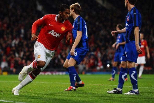 El ecuatoriano Antonio Valencia anotó el primer gol del partido con una...