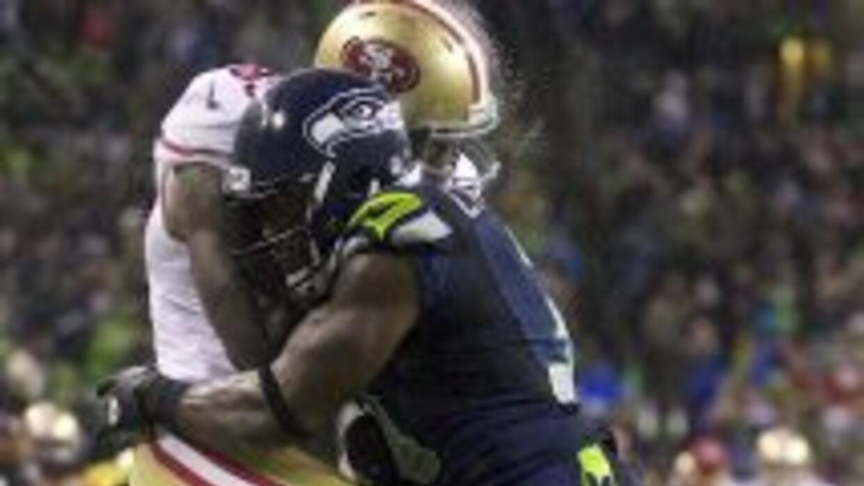 Vernon Davis sufrió una conmoción cerebral por un impresionante golpe de...