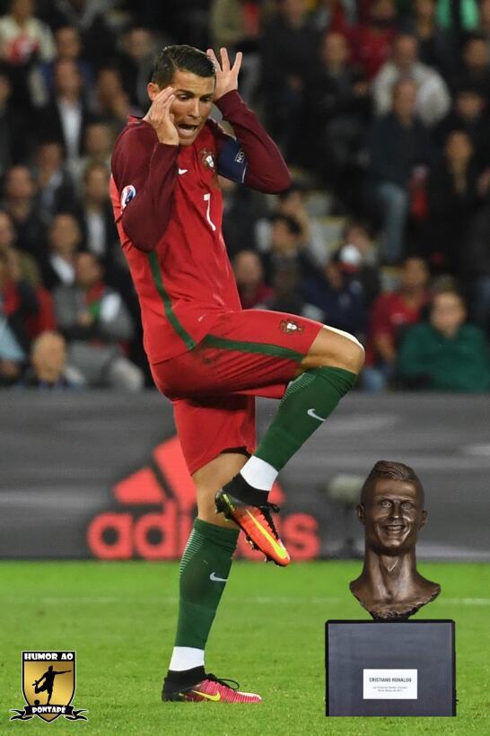 Los memes se burlan de Cristiano Ronaldo y su deforme escultura C8F5N1lX...