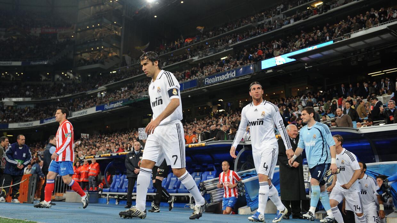 Raúl entrando a su último derbi de Madrid contra el Atl&ea...
