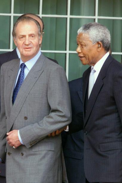Mandela y el rey de España en el palacio de Yuynhuys.