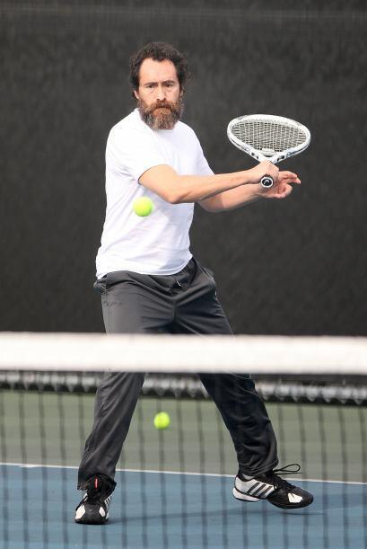 Y con su raqueta, casi se volvió todo un profesional.