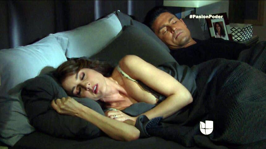 ¿Arturo y Julia pasaron una noche juntos? F2BC3BA07F824874BDDFB0D765ACD7...