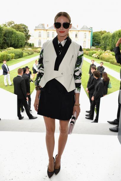 ¿Qué opinan de Olivia Palermo y el 'outfit' que usó para apreciar los di...