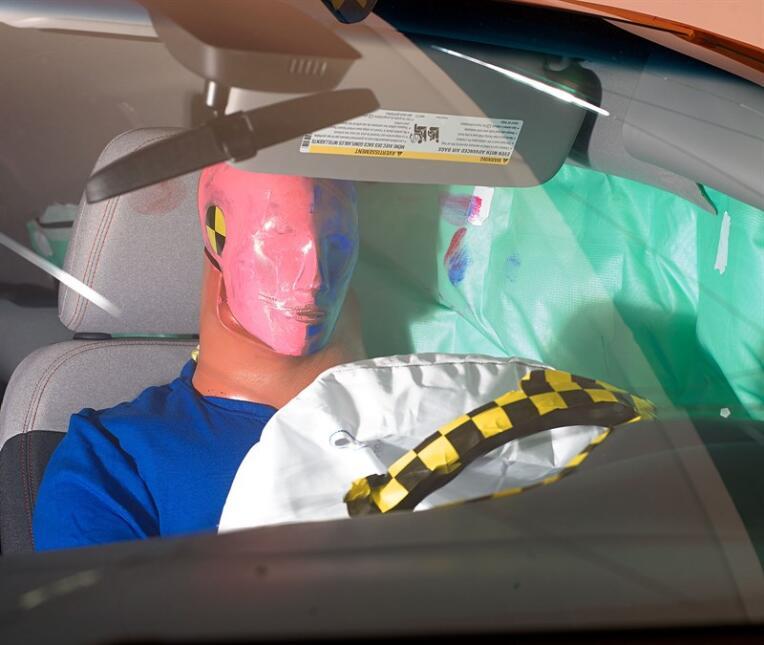Resultados de las pruebas de choque del Chevrolet Bolt en fotos api-rati...
