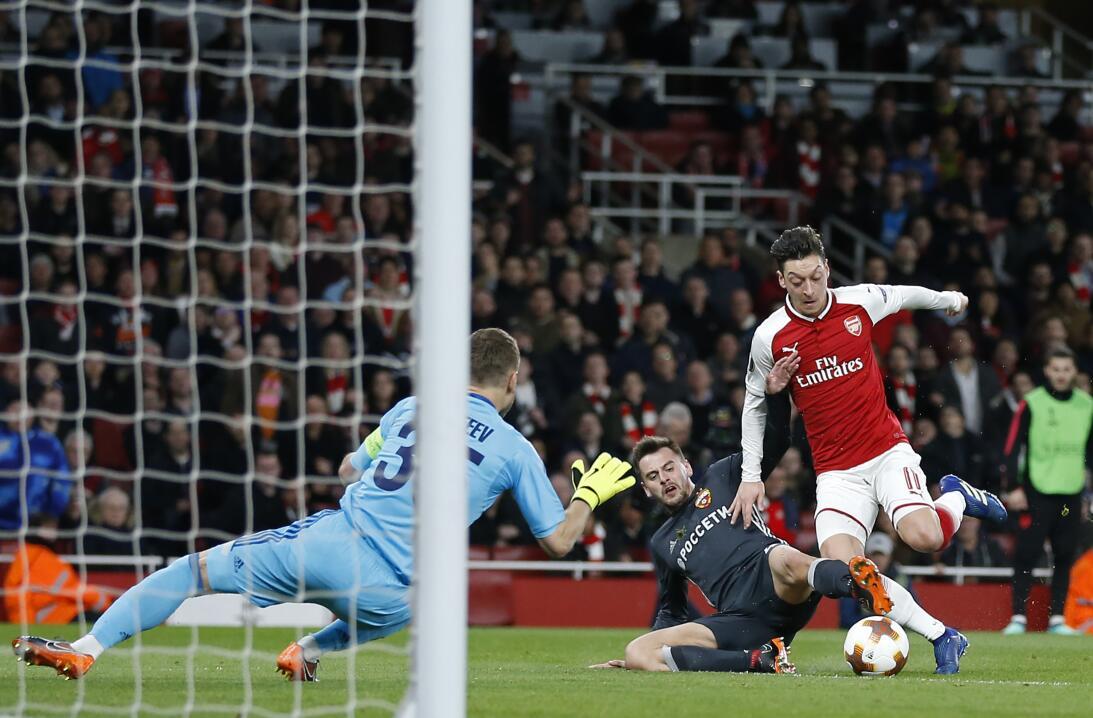 En fotos: un gol de antología marcó la paliza de Arsenal 4-1 a CSKA Mosc...