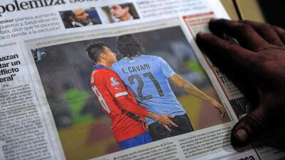La imagen de Jara y Cavani está en todos los diarios del mundo.