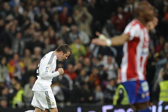 Van der Vaart hizo el gol del empate, en una jugada en la que el Sportin...