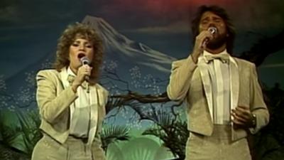 11 videos que prueban que Pimpinela es el dúo más épico de los 80