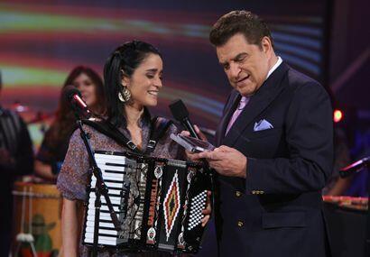 Julieta Venegas, hizo de sus composiciones, versiones de excelencia: Ada...
