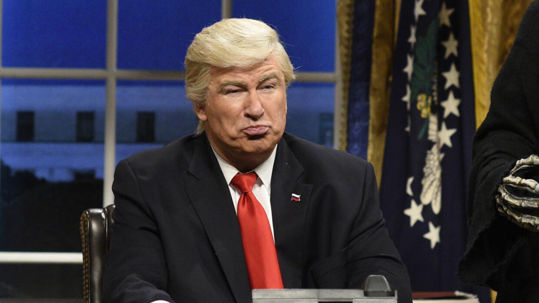El actor Alec Baldwin personificando al presidente Donald Trump.