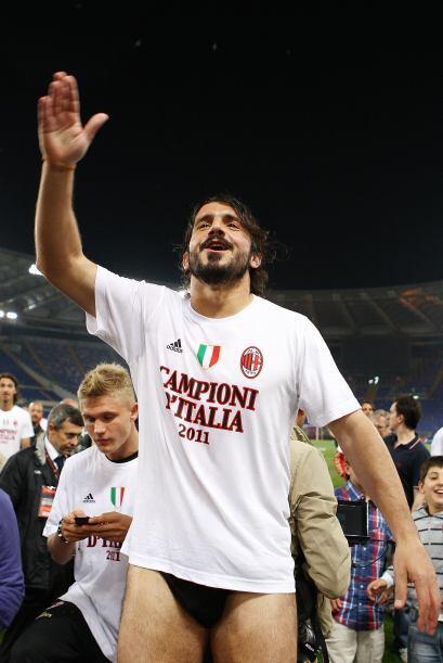 A Genaro Gattuso, del Milan, le gusta dormir en ropa interior, y aquí va...