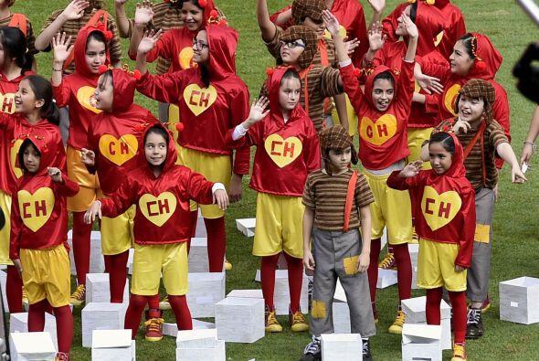 Al finalizar la ceremonia relogiosa niños y niñas vestidos como el Chapu...