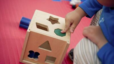 Elegir entre los juguetes para niños pequeños puede ser una tarea difíci...