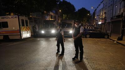 La policía londinense se presentó al lugar de los hechos y cortó todos l...