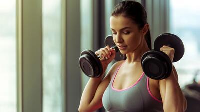 Mitos y verdades sobre el uso de pesas en ejercicios para mujeres