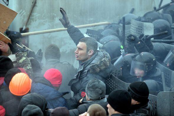 Vitali Klitschko ha servido también como muralla para evitar los choques...