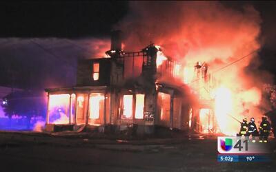 Investigan posibles causas que desataron un voraz incendio