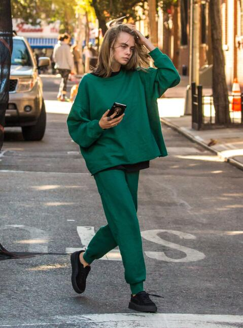 Cara Delevingne al natural por Manhattan.