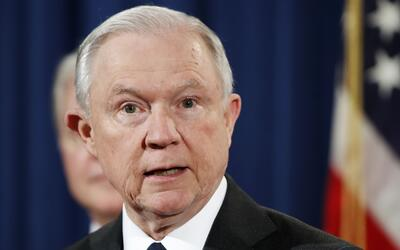 Jeff Sessions en conferencia de prensa en Washington.