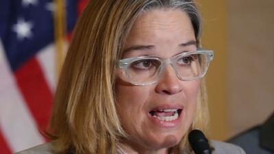 """""""Si no le gustó que Trump viniera a lanzar papel toalla castíguelo con el voto"""": Carmen Yulín Cruz"""