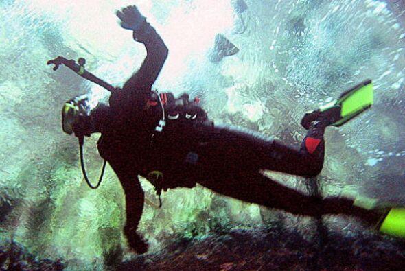En caso de emergencia, el buceador tendría que nadar largar distancias h...