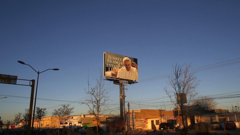 Carteles alusivos a la visita del Papa en Ciudad Juárez