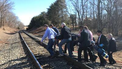 En fotos: Un tren que transportaba congresistas republicanos choca con un camión en Virginia