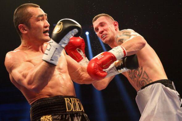 Beibut Shumenov noqueó en tres rounds a Tamas Kovacs y retuvo el...