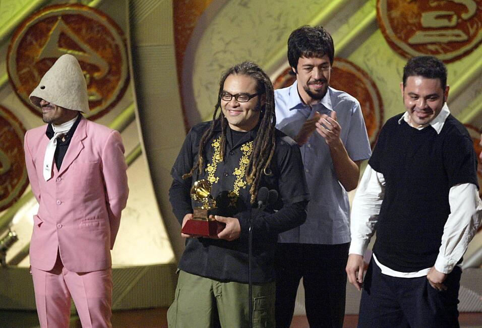 En 2004, los mexicanos de Café Tacvba recogieron el Latin GRAMMY...
