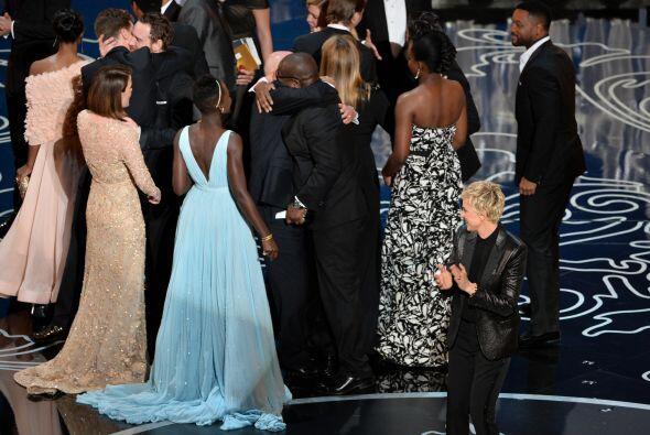 """Los actores y el equipo de ¨12 Years a Slave"""", ganadora del trofeo por s..."""
