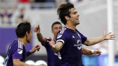 Kaká celebra su gol en la Open Cup