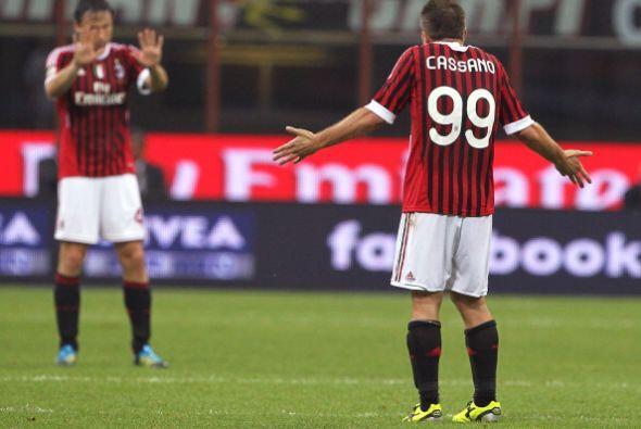 """""""¿Cuánto es 5 más 5?"""", le pregunta Van Bommel a Cassano. """"Yo qué sé ¿99?..."""