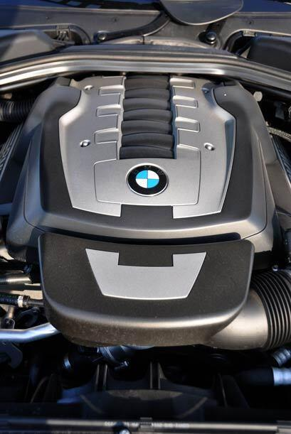 El Serie 6 tiene un motor V8 de 4.8 litros con 360 caballos de fuerza.