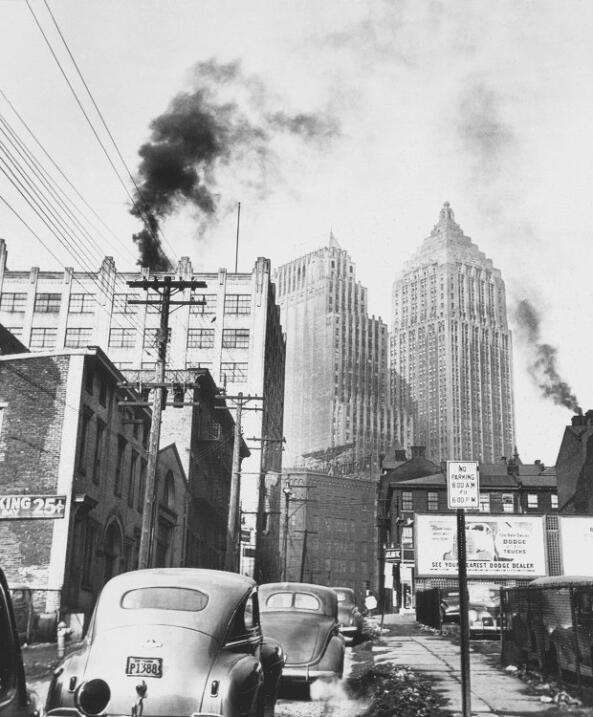 """""""Edificios Koppers y Gulf Oil desde Lower Hill"""". 1945."""