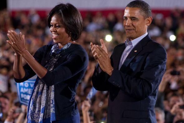 La pareja presidencial lució radiante y recibió el aplauso de los presen...