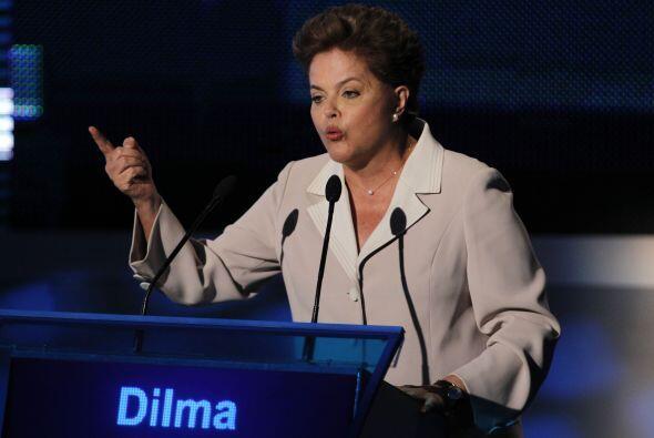 La candidata oficialista acusó a su adversario de querer privatizar las...