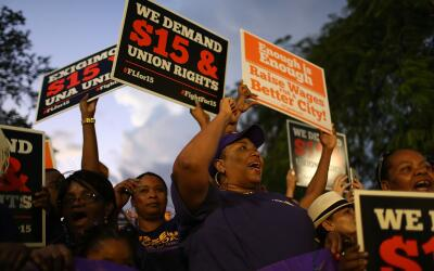 Sindicatos piden un aumento del salario mínimo a 15 dólares