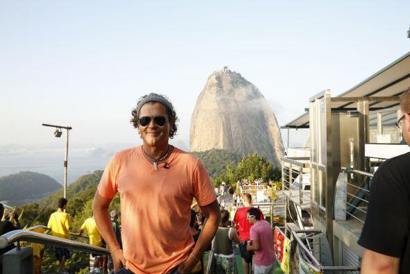 Carlos Vives visitando el famoso Pão de Açúcar , después de la ceremonia...