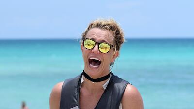 El bikini de Britney Spears puso en jaque su aventura en una moto acuática en Miami