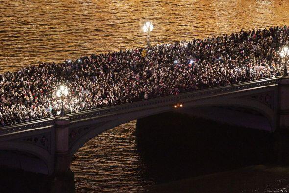 Londres se volcó hacia el Támesis para recibir al año en que acogerá los...