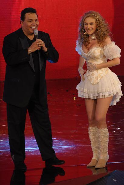 Tony Flores y Aracely Arámbula compartieron el escenario del Teletón 2009.