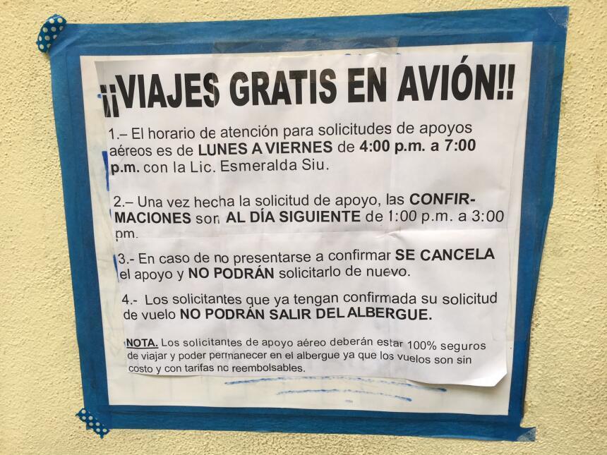 Un programa del gobierno mexicano paga los boletos de avión y de autobús...