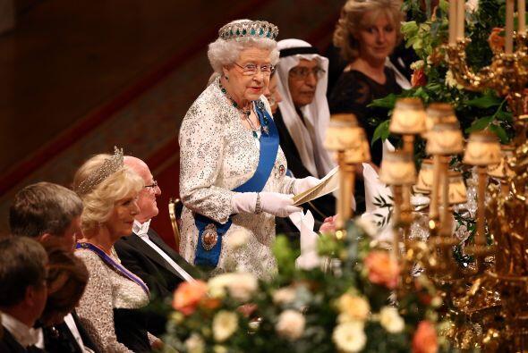 La reina pronunció unas palabras durante la cena.