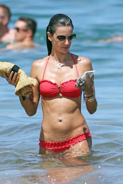 La súper modelo se corona como la reina del verano por presumir su cuerp...