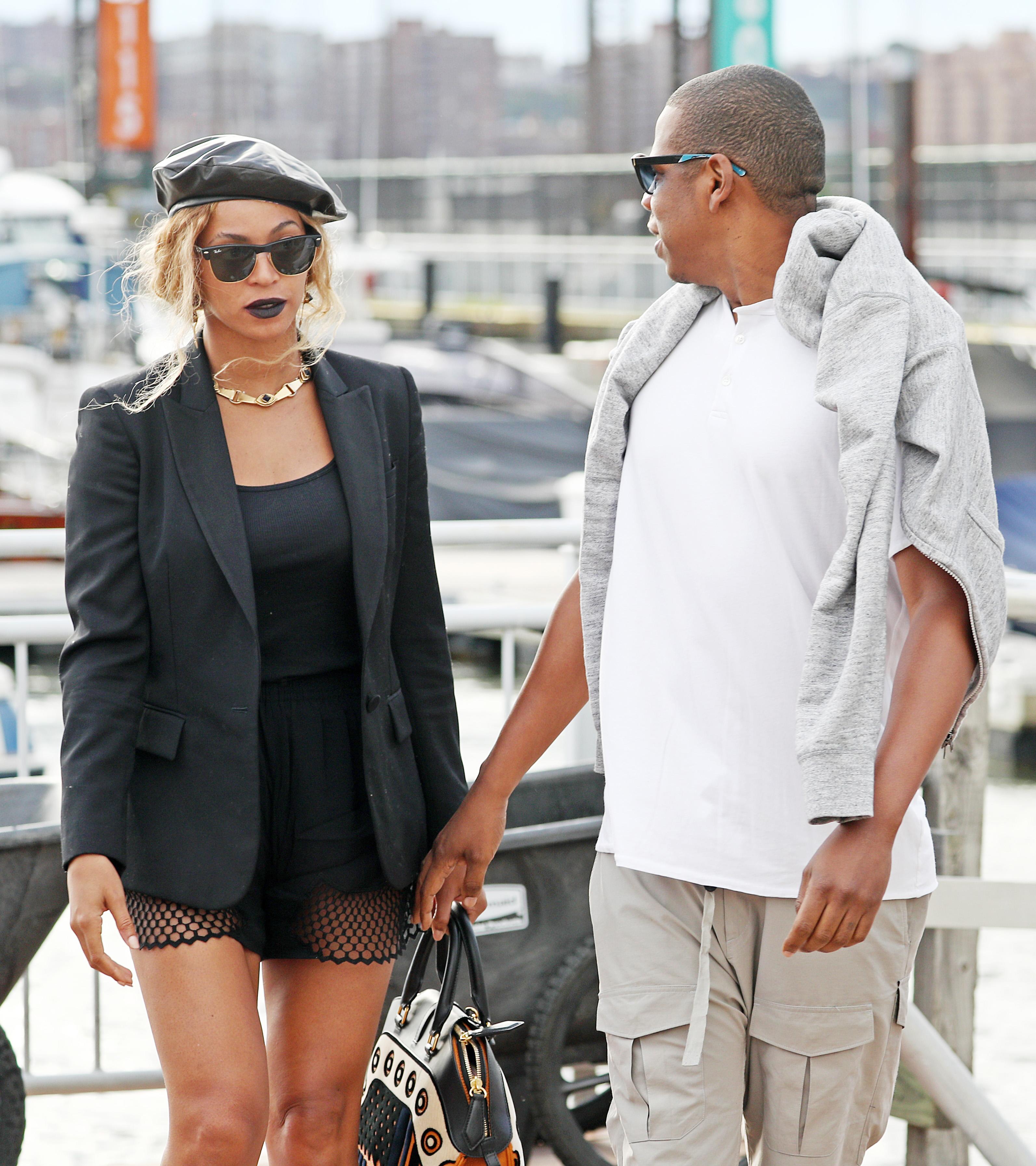 Amar A Muerte Capitulo 18: Beyoncé Y Jay Z Lucen Distanciados Durante Un Paseo En