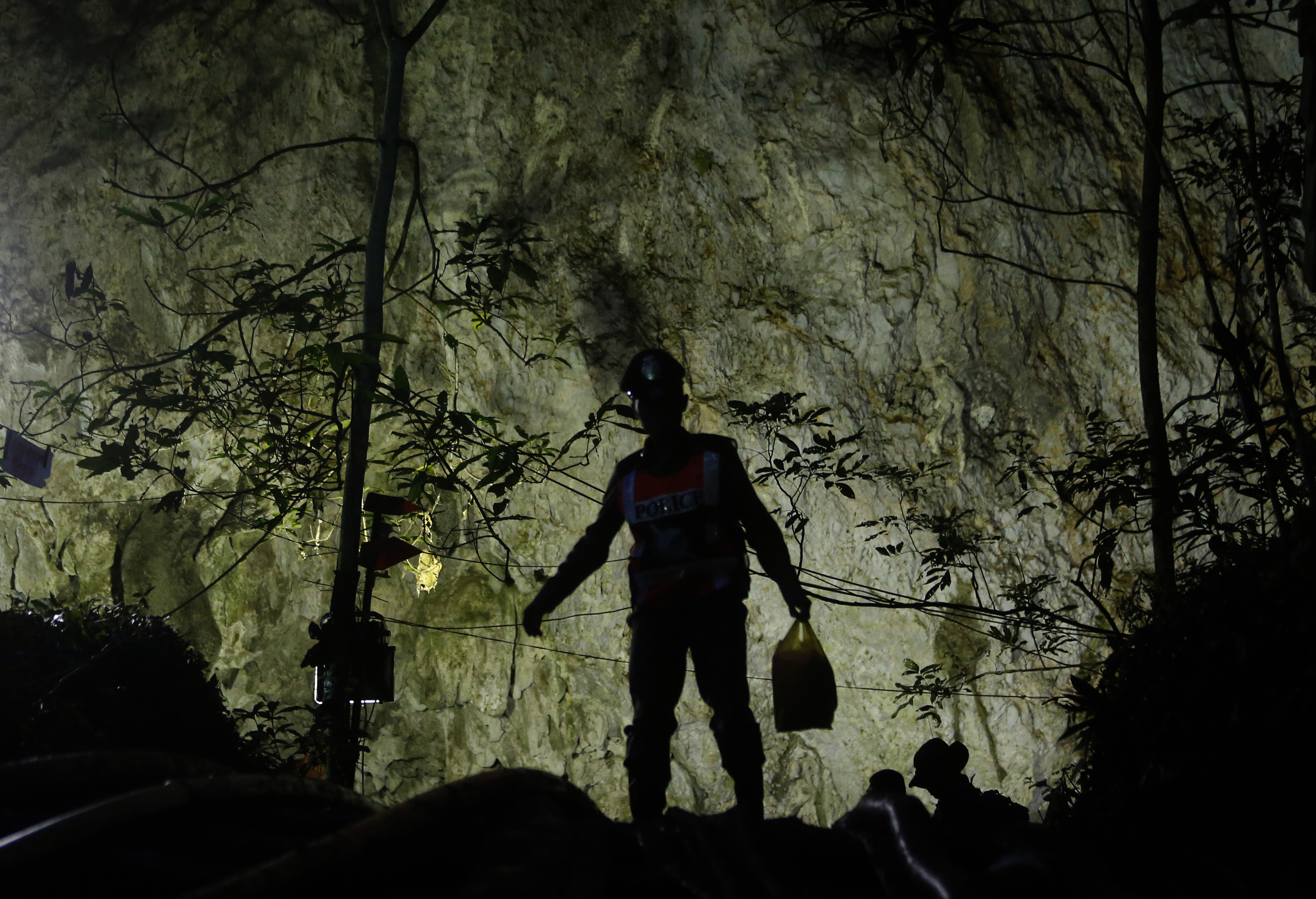 Rescatista muere por falta de oxígeno en cueva